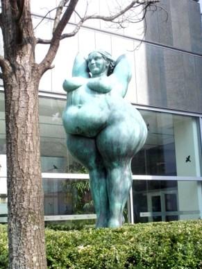 1105 Skulptur Dicke 1
