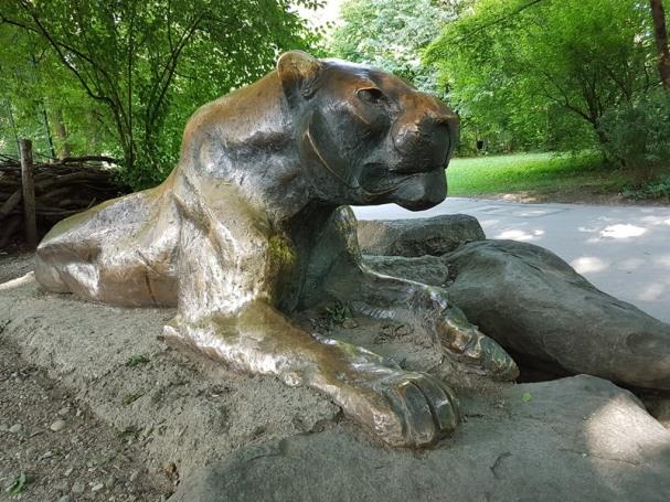 0408 2007 Zoo Löwenskulptur 2